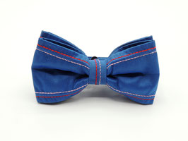 blaue Jeans Fliege
