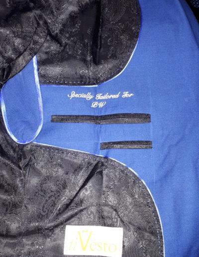 Businessline blaues Sakko weiße Initialien